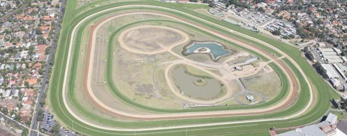 Caulfield Racecourse edge track